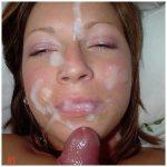 Grosse éjac sur le visage d'une nympho très chaude